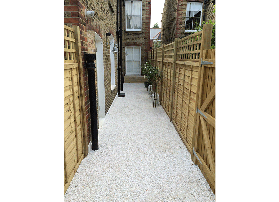 Long Narrow Garden in Balham